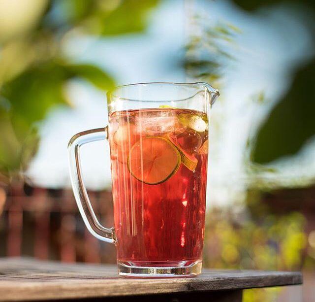 Refresh yourself! Was gibt es leckeres als ein kühles Glas Eistee an einem warmen Sommertag... Wie wärs mit unserem Granatapfel - Mango Bio Tee? Du wirst diese Mischung lieben ❤️❤️❤️❤️ #IceTea #Eistee #Teemondo http://www.teemondo.ch/tee/fruechtetee/51/granatapfel-mango-bio