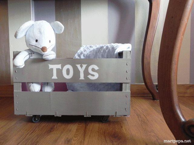 maripepa: caja para juguetes con ruedas personalizada a partir de una caja de fruta. Con chalk paint. DIY