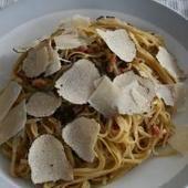 Tagliolini met stoofpotjessaus, spekjes en zomertruffel | Pasta e Basta