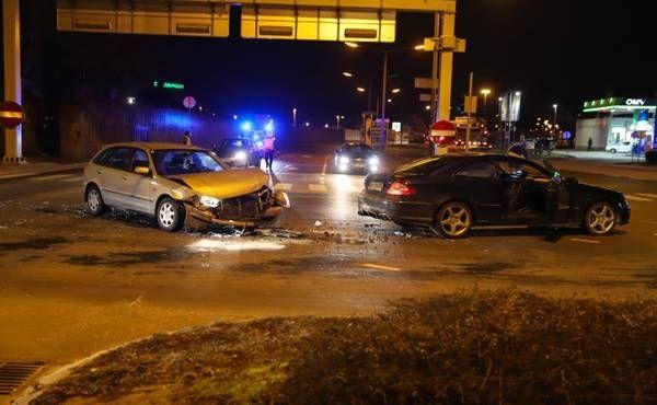 Kreuzungscrash in Wels fordert mehrere Verletzte