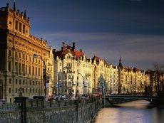 Ночь. Луна. Прага