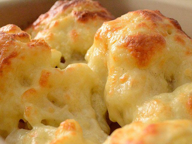 Hoy te proponemos una forma distinta y deliciosa de preparar la coliflor: coliflor con bechamel a los dos jamones. ¿A qué esperas para probarla?