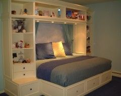 Built in shelving and bed