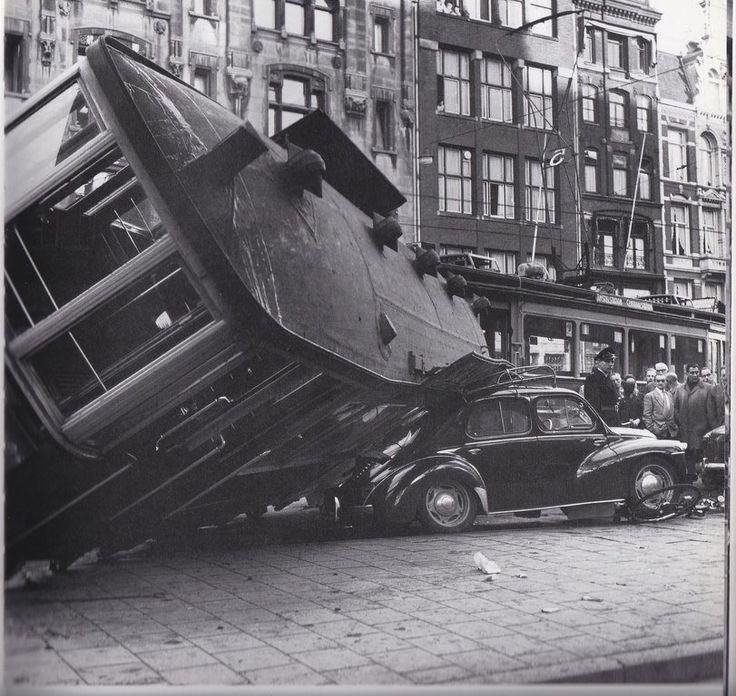 In de stad Verkeer van vroeger (jaartal: 1950 tot 1960) - Foto's SERC