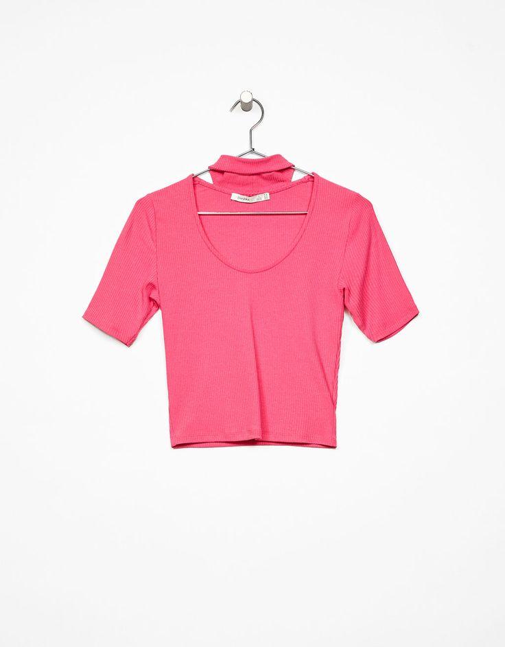 Camiseta manga corta escote choker - Camisetas - Bershka España
