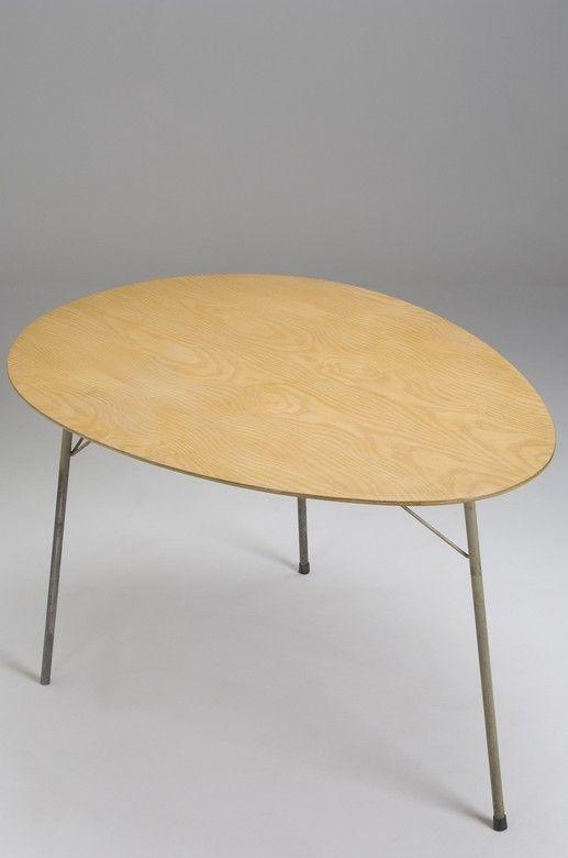 Arne Jacobsen; 'Egg' Table for Fritz Hansen, 1950s.