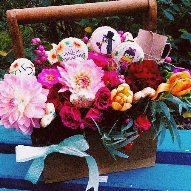 """@lambakery's photo: """"Какой подарок мечтает получить каждая девушка? Правильно!!! Букет любимых цветов в корзинке с печеньем! @ourflower_kiev @angelina_andreyeva"""""""