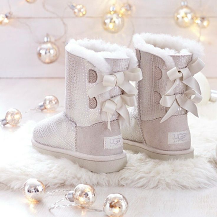 Obsessed with BaileyBowed UGG boots! Get them now to be in style;)