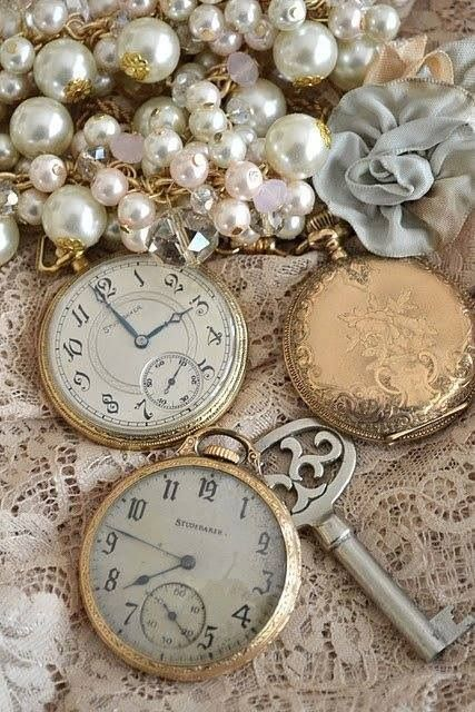 Gorgeous vintage pocket watches ~ the pearls & lace add such a nice touch~❥