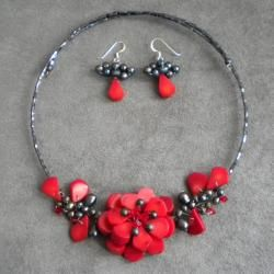 Memory Wire Red Coral and Pearl Floral Bouquet Jewelry Set (Thailand)