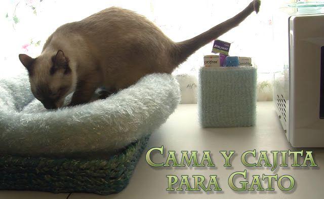 Cama para gato con cesta de papel de periódico, más cajita a juego.