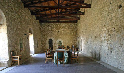 Il Castello di Mussomeli sorge su uno sperone di roccia alto 80 metri dal piano campagna.  37°35′00″N 13°45′00″E
