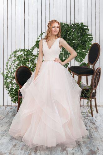 Свадебное платье, пышная юбка, каскадная юбка, пудровое платье, V образный вырез, wedding dress