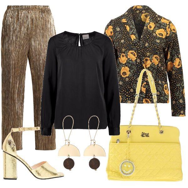 Propongo questo outfit per una particolare giornata di lavoro in ufficio: pantalone laminato a vita alta color oro con tasche laterali, camicetta con scollo tondo, giacca floreale con bottoni, borsa a spalla, décolleté e orecchini pendenti.