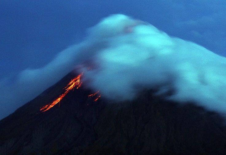 Un volcán en Filipinas hizo erupción.
