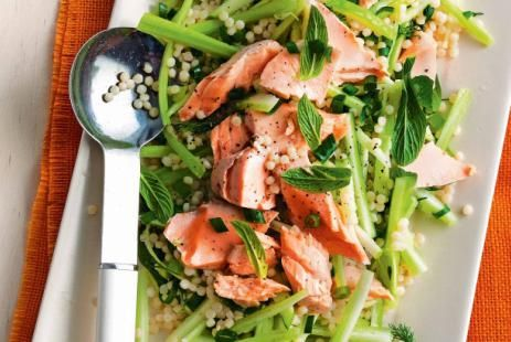 Салат из киноа и лосося с зеленым яблоком :: JV.RU