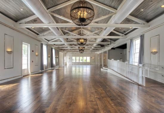 The perfect blank canvas for an East Coast wedding reception