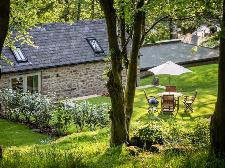 A contemporary cottage in the Peak District. Dog friendly holiday cottage UK  #dogfriendly #holiday #cottage