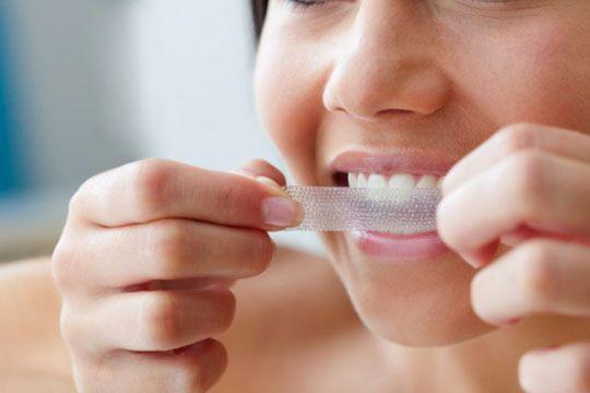 Fiecare dintre noi ne dorim sa avem dintii din ce in ce mai albi, motiv pentru care apelam cu totii la tot felul de metode prin care sa ne albim dintii. http://www.climatecivicsinstitute.org/metode-de-albire-a-dintilor/