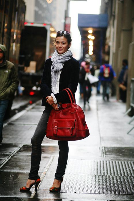 : Handbags, Fashion Models, Street Style, Outfit, Red Pur, Red Bags, Big Bags, Big Red, Red Accent
