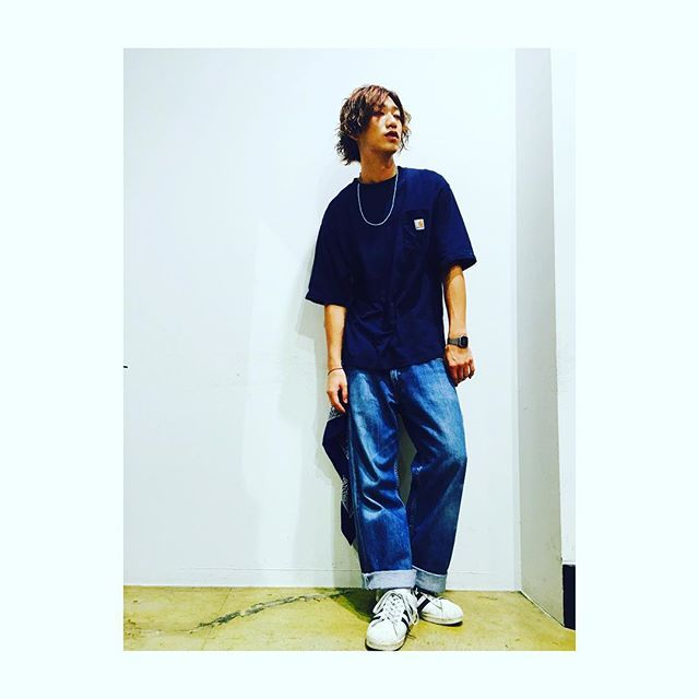 roots 4年目 千葉竜也  古着屋で見つけたシャツとデニムのこの組み合わせが最近好きです。  #buddyhair_fashionnews…