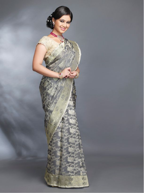 Grey is the new black. Contrast jewelry with this color will make your look stand out amidst everyone #Grey #sarree #traditional #marathi #zeemarathi #beautiful