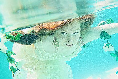 Underwater photography - Trash the dress ideas - Sunshine coast  photography ideas.  - Photography by Empire art photography www.empireartphotography.com.au