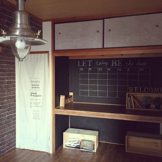 団地リノベーションで押入れ改造しました٩(ˊᗜˋ*)و ふすまを取っ払ってワークスペースに! 押入れ内には黒く塗ったベニヤを壁に貼って、巨大黒板代わりに♪木箱/壁紙/団地リノベーション/ブルックリンスタイル/JKK東京×RoomClip/押入れ…などのインテリア実例 - 2016-01-13 17:44:34 | RoomClip(ルームクリップ)