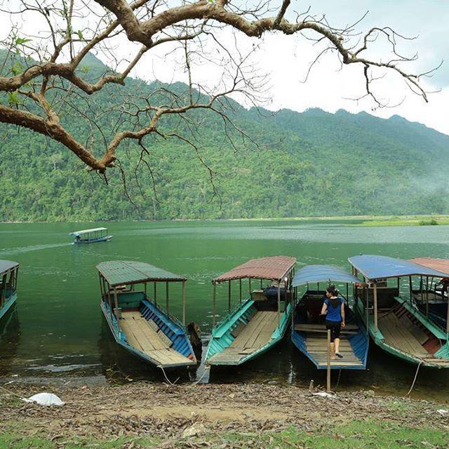 Un piccolo villaggio rurale sul lago nel nord del #vietnam  Uno degli itinerari di vietnamphototour.net  #vietnam #asia #reportage #travel #viaggi #turismo #workshop #fotografia #photography #viaggiatori #photographer #instadaily #picoftheday