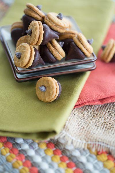 Chocolate Peanut Butter Acorns | Autumn | Pinterest