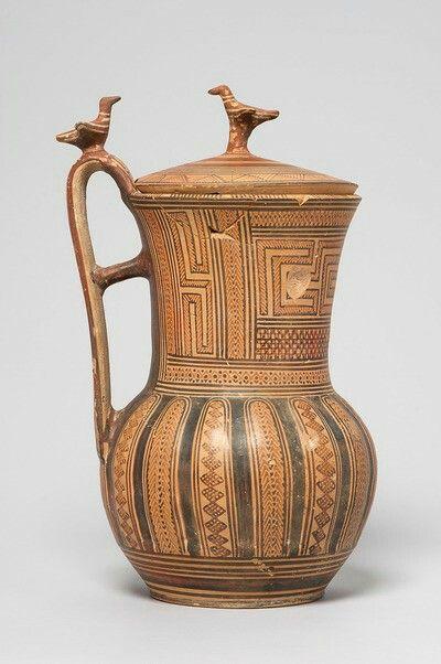 KANNE MIT DECKEL: MÄANDER UND GEOMETRISCHER DEKOR Griechisch, Attisch, spätgeometrisch 760 - 740 v. Chr.