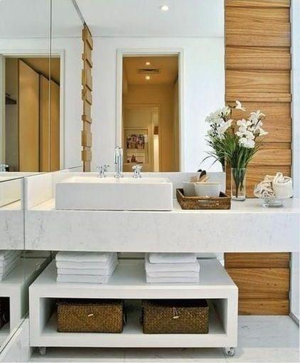 Banho - branco e amadeirado