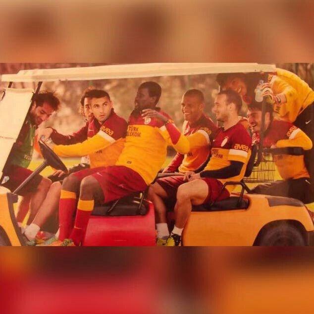 #Galatasaray #ŞereftirSeniSevmekSeninleAğlayıpGülmek #Aslanlar #VazgeçilmezBuSevda #EfsaneKrallar