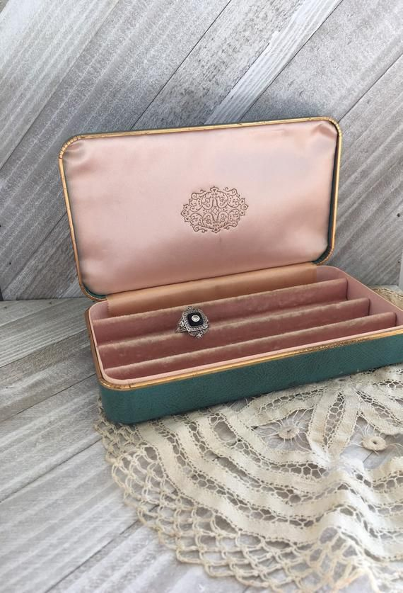by Farrington made by in the U.S.A Vintage mid century traveling jewelry box
