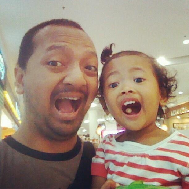 "@ugambreng's photo: ""Yeah #najma siap naik haji nonton Barney Space Adventures di @skenoohall :p #BSAJKT"""