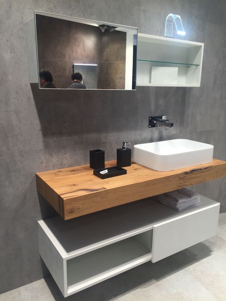 plan de travail de salle de bain en bois et meuble blanc avec rangements…