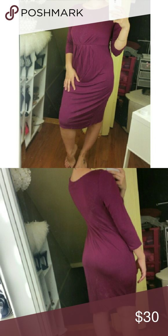 Maternity Dress Reposh! I am so in love with this dress. It seriously compliments your bump & curves! Dresses