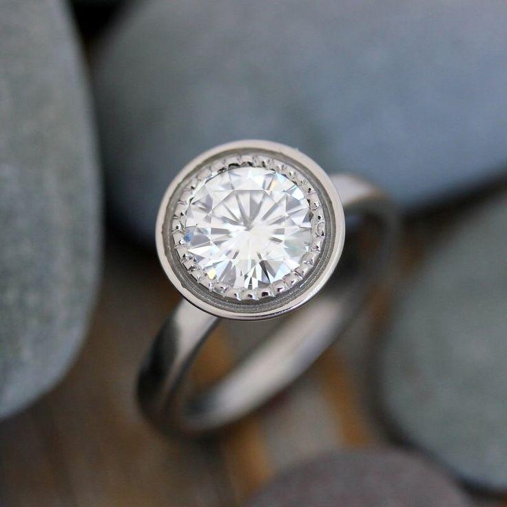 Moissanite anillo, anillo de compromiso, oro blanco, Halo, solitario, pulido oro y Milgrain detalles, conflicto gratis, para siempre brillante de onegarnetgirl en Etsy https://www.etsy.com/es/listing/215172677/moissanite-anillo-anillo-de-compromiso