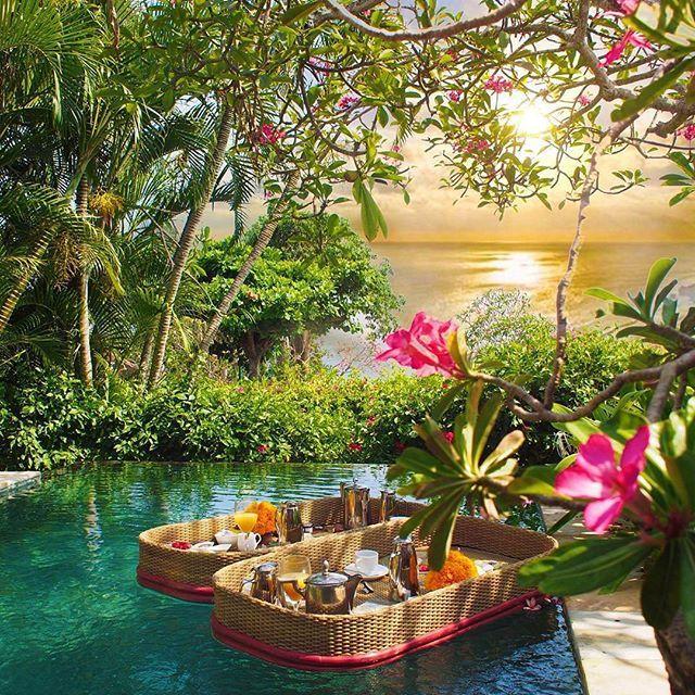 🌎AYANA Resort and Spa 5* | Джимбаран | Бали | Индонезия.🇮🇩  📝Удостоенный множества наград,👑👑👑 Спа-курорт АЯНА является курортом мирового уровня, который охватывает 90 гектаров земли на вершине 30-метрового утеса, нависающего над Заливом Джимбаран, всего в 10 километрах от аэропорта Бали. Величественные виды заходящего за океан солнца прекрасно дополняют белоснежный песок частного пляжа и высокий уровень комфорта, доступный за счет единственной на Бали интегрированной системы с отелем…