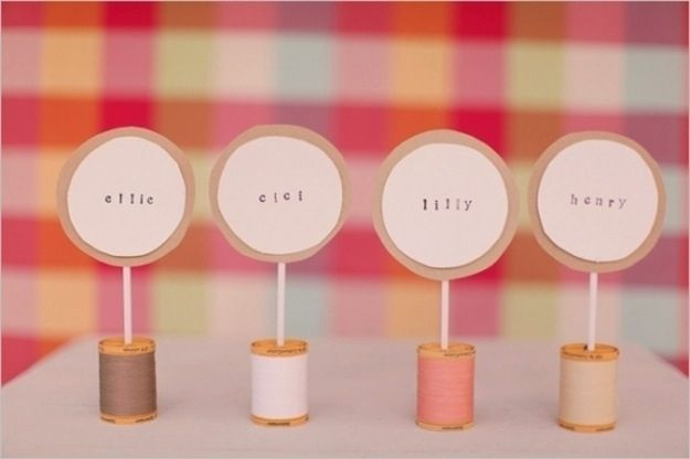 Spool place cards, super cute and easy to make! Buy the spools in the colors that you are having at your wedding.