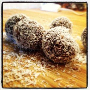 Bomboane de cocos şi cireşe (de la 1 an)