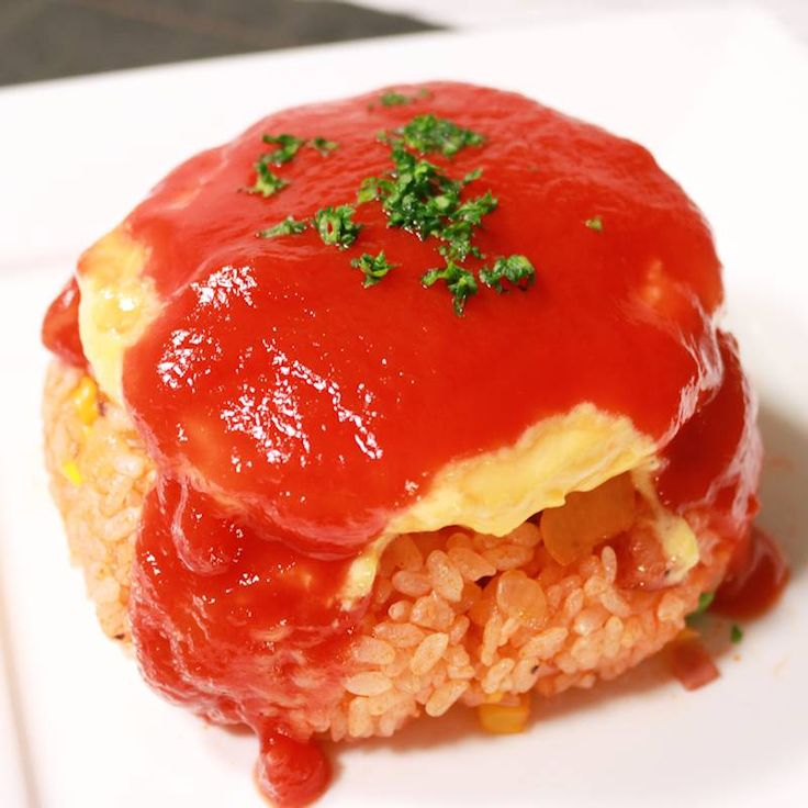 チーズイン!まんまるオムレツのオムライス | 料理動画(レシピ動画)のkurashiru [クラシル]