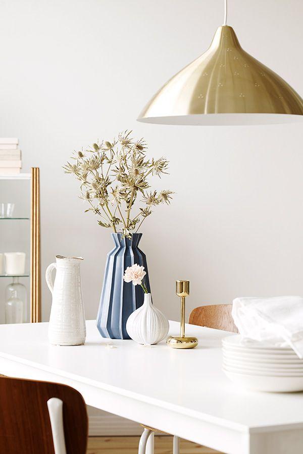 Enää ei tarvitse miettiä valkoisen seinän sävyä. Tikkurilan värisuunnittelijat ovat kehittäneet uuden pehmeänvalkoisen sävyn, Tikkurilan Valkoinen, joka on täydellinen väri kotisi seinäpinnoille. New white shade, Tikkurilan Valkoinen is perfect for scandinavian home.