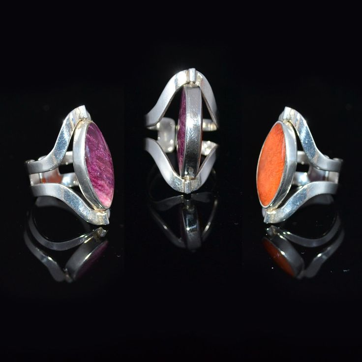 Aparte zilveren ring met twee prachtige stenen. Twee ringen in een!   http://www.dczilverjuwelier.nl/zilveren-ringen