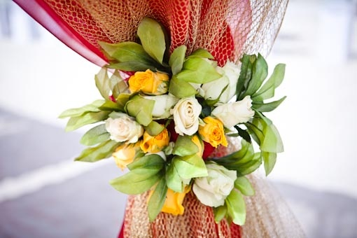 flowers on the mandap, probably the only flowers i'd truly care about! love the colors too