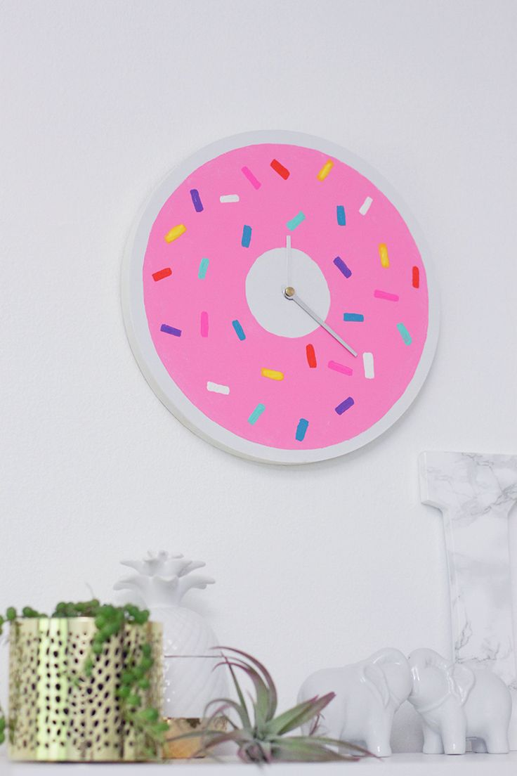 DIY Donut Clock. I wouldn't even care if it was time for work, as long as I was telling time on my donut clock