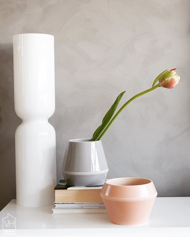 Rimm vase in cool grey and Rimm flowerpot in camel. Photo by @suvim_valkoinenharmaja