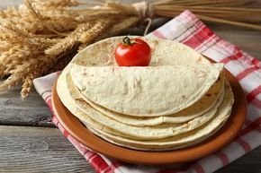 Das Wrap Teig Grundrezept ist schnell zubereitet und schmeckt sehr lecker. Hier unser Rezept zum Nachbacken.