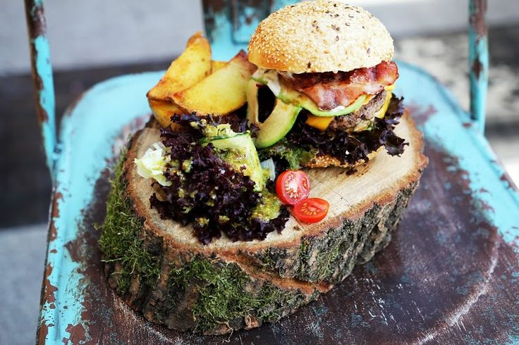 fot. masz.talerz | www.masztalerz.tumblr.com | www.le-targ.com | #burger #usa #american #yummy #food #foodporn #avocado #tomatoes #vegetables #letargbistro #restaurant #starybrowar #poznan #foodgasm #eating #cuisine #stary #browar #great #place