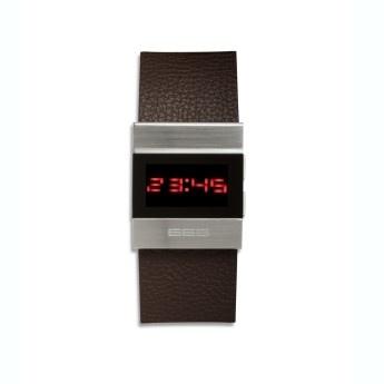Reloj Cuero Marron Digital Spaceworker  Ref: 666-142  Reloj Spaceworker 666 Barcelona digital, caja de acero, esfera de color negro con dígitos en rojo y correa de cuero antialérgico marrón.  http://www.tutunca.es/reloj-cuero-marron-digital-spaceworker